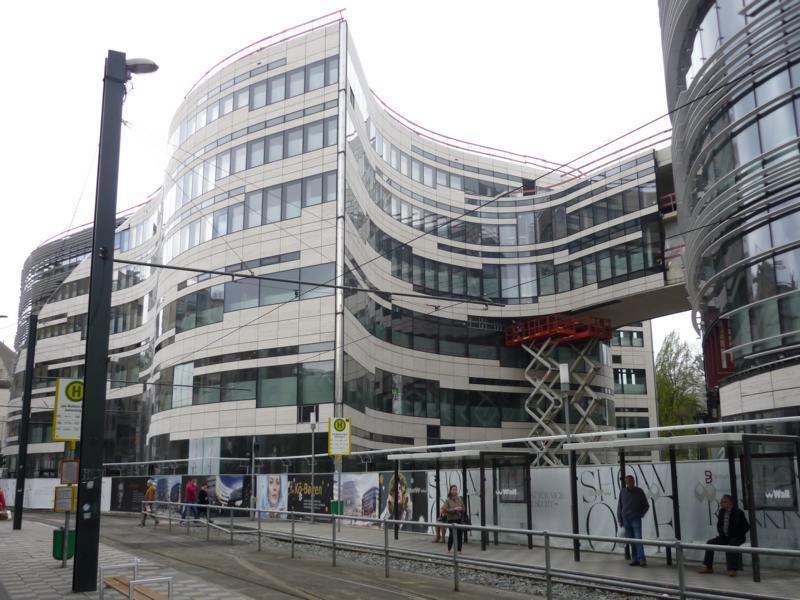 07_Beratung-zu-einem-Estrichaufbau-im-Einkaufszentrum-Kö-Bogen-Düsseldorf-