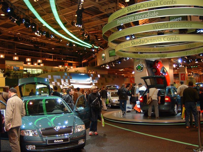 08_Gutachten-zu-einem-Bodenbelag-am-Skoda-Stand-des-internationaler-Autosalons-in-Paris-_Senion-Global-Skoda-Stand