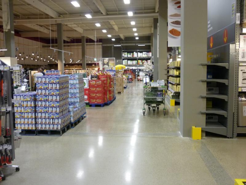 14_Beratung-zu-einem-Betonboden-im-Fegro-Markt-in-Gersthofen_Gegenständliche-Fläche