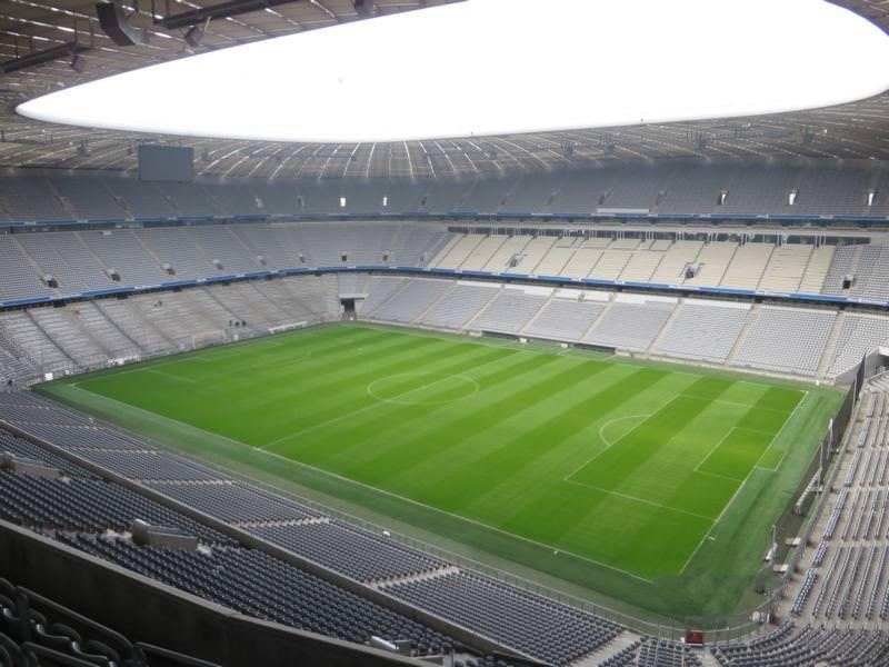 77_Konsultation-bezüglich-eines-Gussasphaltestrichs-in-der-Allianz-Arena-München